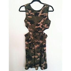 💚Forever 21💚 camo dress with side cut outs